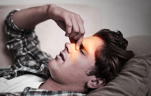 homem com dificuldade para respirar